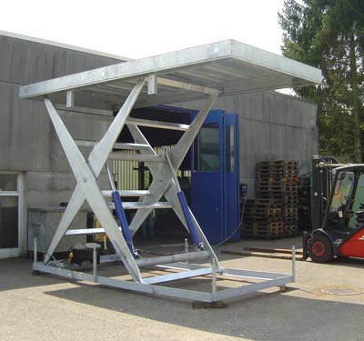 Extra grosse Hebebühne aus der Hebetec-Werkstatt in Nuglar