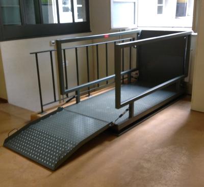 Sonderkonstruktionen für Hebebühnen, hier mit Auffahrtsrampen.