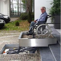 Parallelhebebühne als flexibler Rollstuhllift