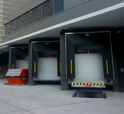 Anpassrampen werden in der Logistik als Verladerampe eingesetzt.