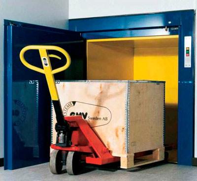 Kleingüterlift zur Beförderung von kleinen und schweren Waren